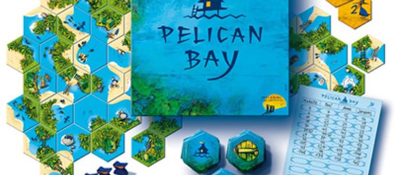 Pelican bay et trois lapins dans le soleil couchant